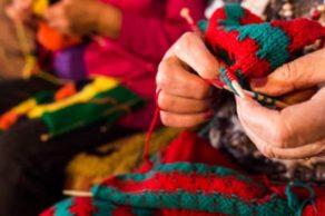 Tricoter en bénévolat…